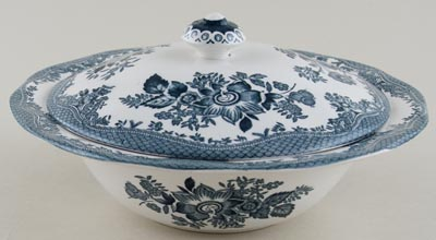 Wedgwood and Co Asiatic Pheasants green Vegetable Dish lidded c1970